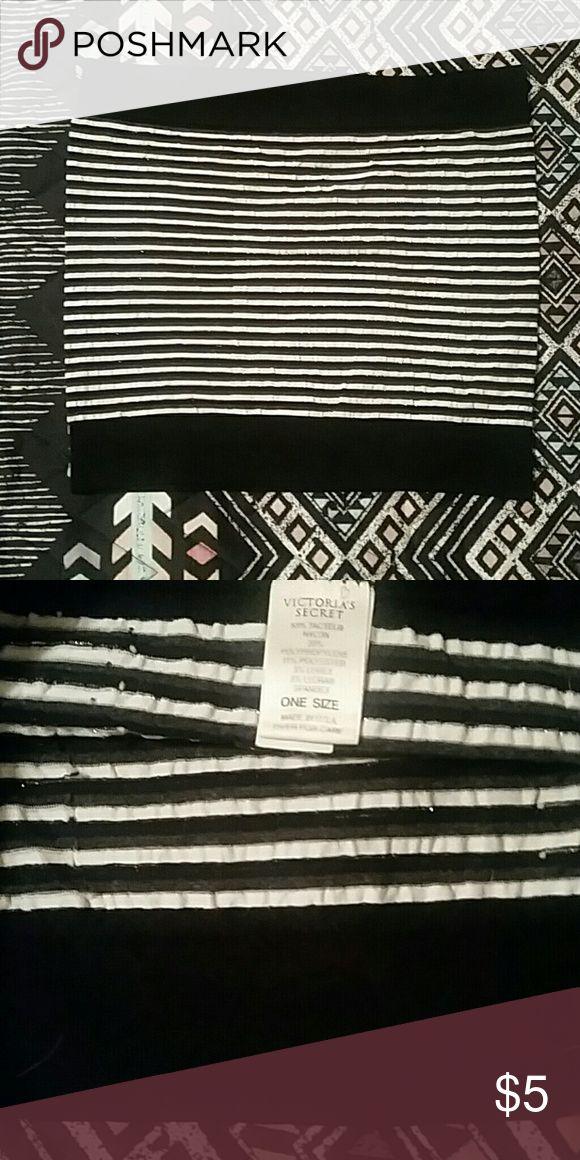 Victoria's Secret black and white tube top Victoria's Secret black and white tube top. One Size Victoria's Secret Tops Crop Tops