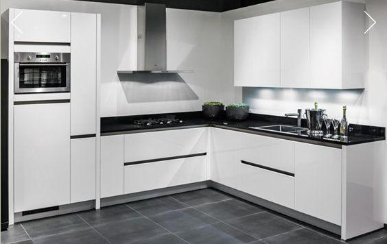 Voorlopige keuken, Strak Modern, Greeploos, Hoogglans wit,