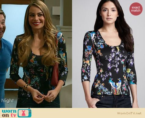 Gloria's black floral print top on Modern Family. Outfit Details: http://wornontv.net/21168 #ModernFamily #ABC