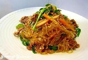 「野菜たっぷり簡単♪韓国チャプチェ」フライパンひとつで作るお手軽チャプチェです。春雨が野菜と牛肉の旨みをたっぷり吸って、とっても美味しいですよ(^-^)【楽天レシピ】