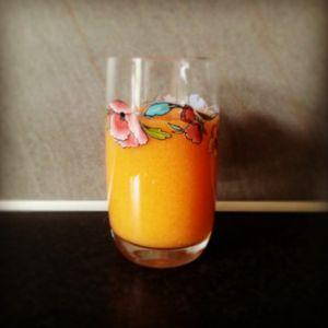 Heerlijke #smoothie met wortel, appel en gember. Echt een topcombinatie!