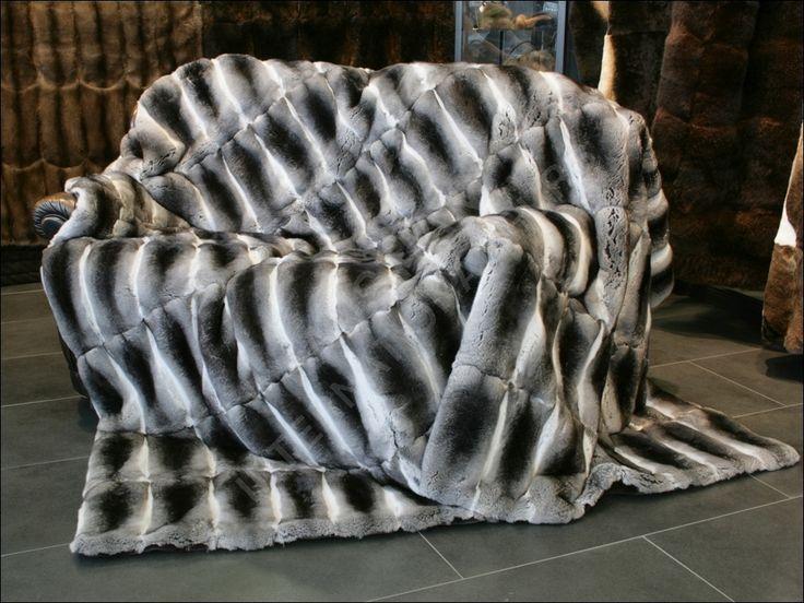 Edle, naturfarbende Chinchilla Pelzdecke von Kürschnermeister Lars Paustian - International Furs.Weitere Pelzdecken sind unter folgenden Links zu finden: www.paustian-pelze.de oder www.master-furrier.com - #coyote #chinchillablanket #larspaustian #paustianfurs #internationalfurs #fur #furrier #chinchillathrow #chinchillarug #furruf #furthrow #furplaid #furblanket #furryblanket #pelzdecke #felldecke #fell #pelz #chinchilladecke #chinchillapelzdecke #chinchillafelldecke #chinchilla