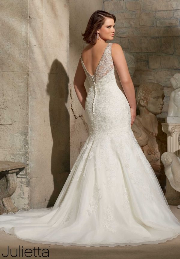 Awesome Plus Size Wedding Dress Embroidered Appliques on Tulle with Swarovski Crystal Beading