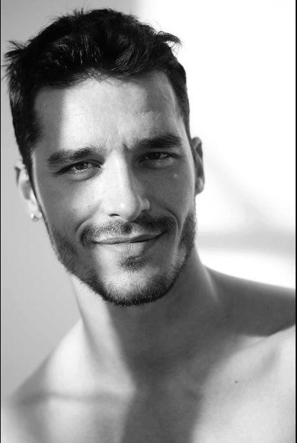 A MTV Portugal fez uma listagem dos 45 homens mais sexy de Portugal, mas nós juntamos-lhe outros 5 e vamos dar-lhe então as 50 personalidades mais conhecidas do público