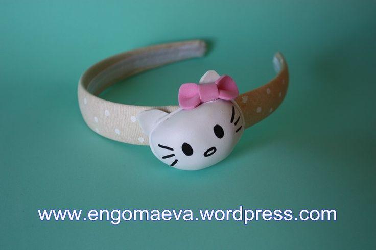 Headbands Hello Kitty made with craft foam (foamy). Is Cute!! Contact:engomaeva@gmail.com Diademas Hello Kitty hechas con goma eva (foamy). Un divertido y alegre regalo. Contacto:engomaeva@gmail.com