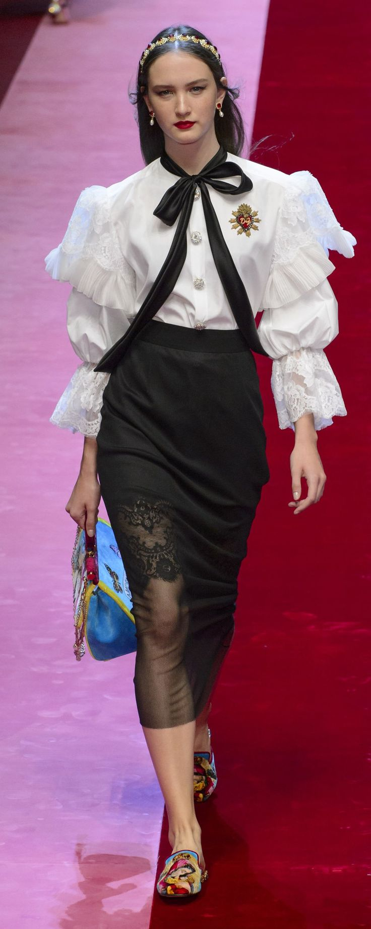 Dolce & Gabbana Spring-summer 2018 - Ready-to-Wear - http://www.orientpalms.com/Dolce-Gabbana-6936 - ©ImaxTree