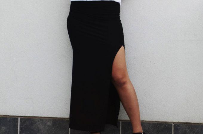 Wil je zelf een lange rok met split maken? Geef geen geld uit aan de rokken in de winkel, maar maak je eigen variant. DIY Lange rok met split voor de zomer.