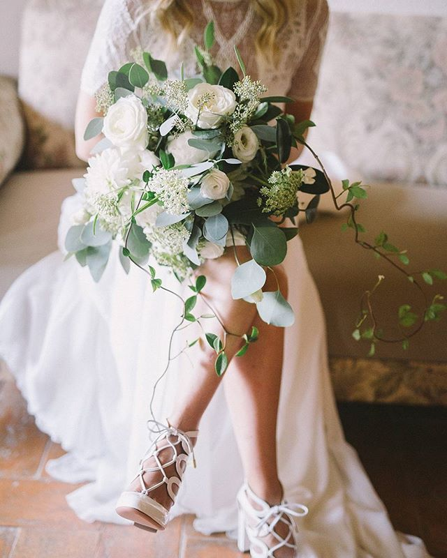This dreamy bouquet couldn't get any better | photo @nastjakovacec event planning and design @laura_bravi floral design @stiatti_fiori_ venue and catering @laselvatuscanvilla wedding dress @grace_loves_lace shoes @aquazzura signage @mondomombo stationery @kraftandwhite video #DavidLiese . . . . . #ruffledblog #weddingideas #weddinginspiration #weddinginspo #bridalstyle #bridalfashion #bridestyle #bridefashion #weddingstyle #weddingfashion #weddingdresses #weddingdress #bouquets…