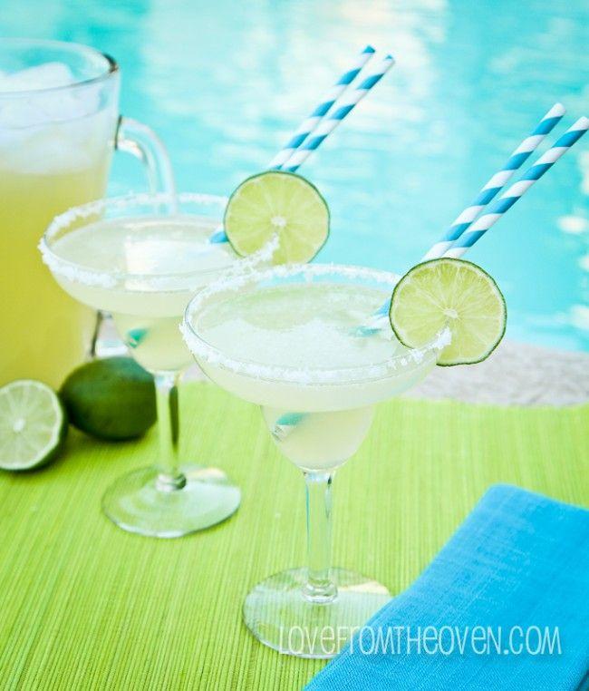 Margaritas By The Pool, Yes Please! An Easy Margarita