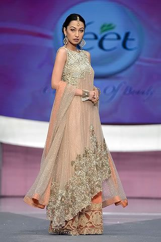 Elan Collection at Veet Celebration of Beauty 2013  At VCB the first segment started with a showcase of Vintage or Classic era with eastern bridal costumes byKhadija Shah's Elancollection along with celebrity showstopperZeba Bakhtiar.