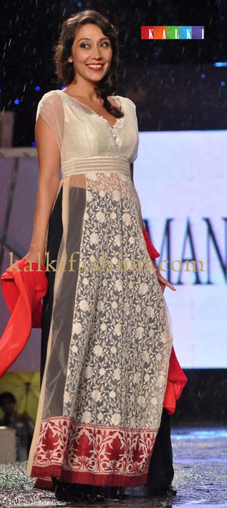 http://www.kalkifashion.com/designers/manish-malhotra.html   cpaa-fachion-show-2013-by-manish-malhotra
