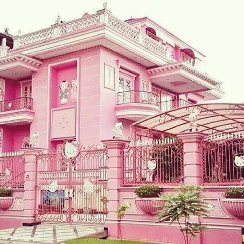Imagine to live in a house like this...oh my lol but I do love hello kitty