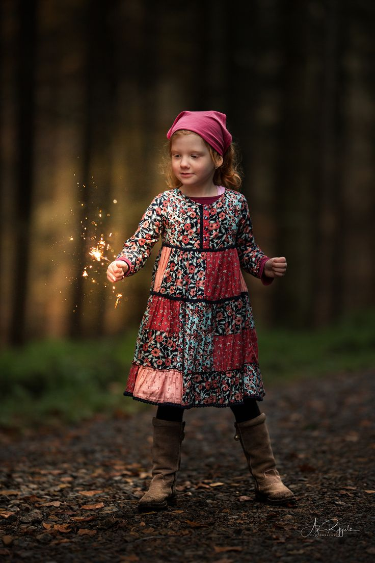 Ginger Girl in Autumn Forest  https://flic.kr/p/21EuwAn | Ginger with Fairylights | I love Children with red hairs in Autumntime.