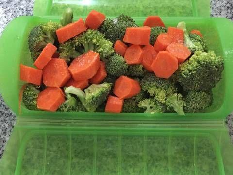 Microondas Lekue: Brócoli al vapor - 6'30''+4' de reposo [Brécol pequeño y una zanahoria en rodajas. La zanahoria no me gustó mucho]