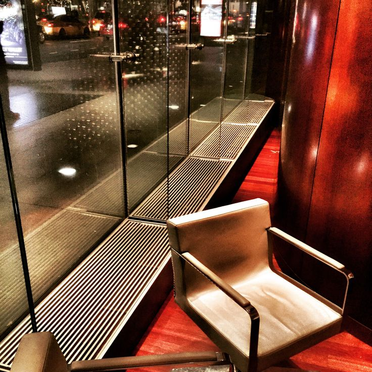 Part two of our New York adventure: The Rockefeller Center Café with our customized convectors #heating #heatingsolutions #radiators #convectors #architecture #newyork #newyorkarchitecture #rockefellercentercafe