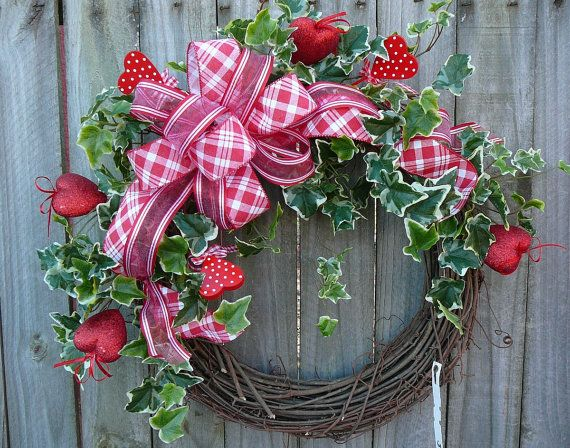 Gingham Valentine Day Wreath in Red and White, Polka Dot Hearts with Ivy and Bow