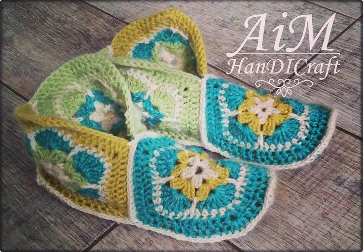 "Polubienia: 33, komentarze: 2 – @kc.senga na Instagramie: ""Kapcioszki 👟👟👟 : : #agnieszka #kielce #AiMHanDICraft #polerkapaneli #crochet #filc #booties #kapcie…"""