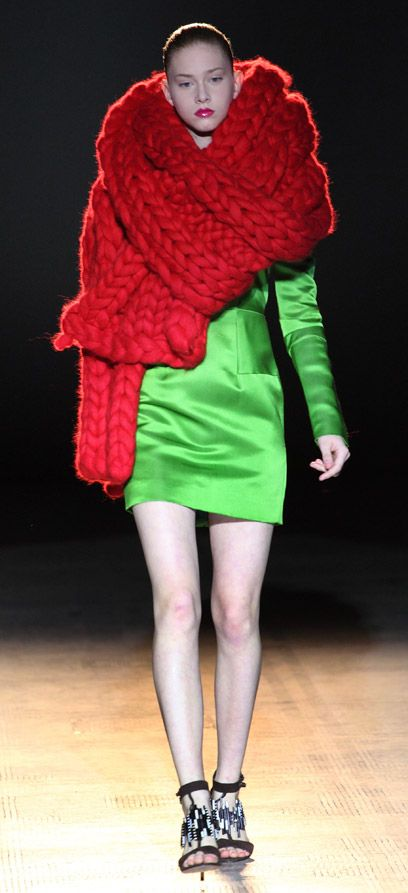 Fashion in Motion: Giles Deacon. July 2009. l Victoria and Albert Museum #fashion #catwalk #knitting