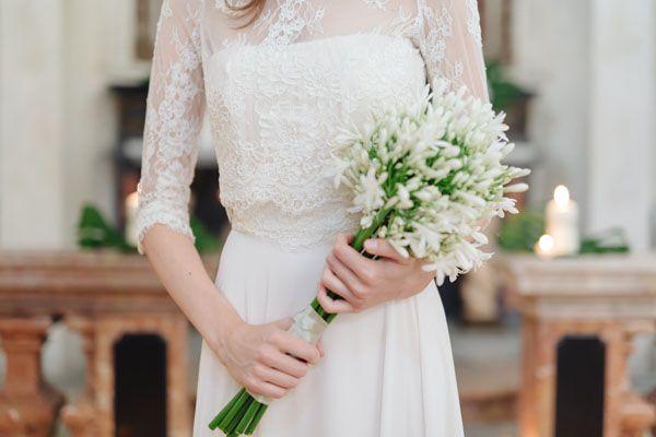 white bouquet http://weddingwonderland.it/2015/10/matrimonio-barocco.html