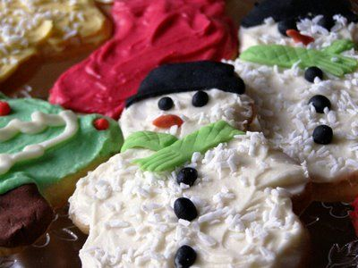 I am a sucker for Christmas cookies and I love these sweet little snowmen!!