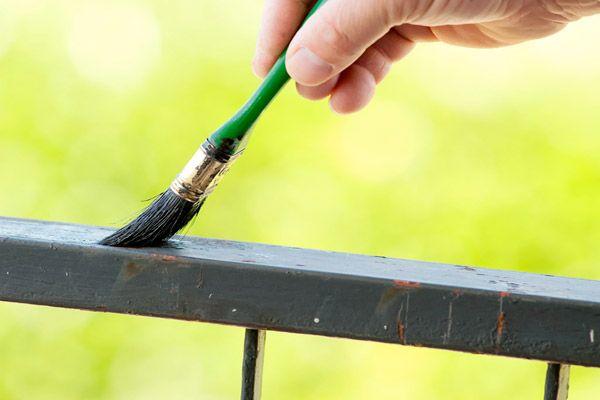 Come verniciare il metallo: istruzioni, passo per passo, per pitturare oggetti in metallo, già verniciati o metallo arrugginito.