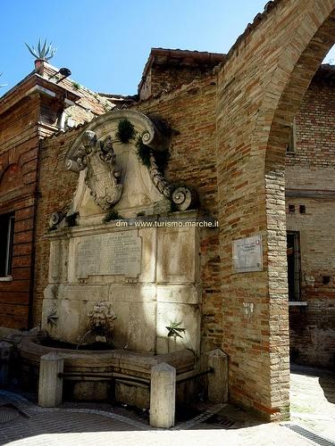 #Urbino: Fontana dedicata a Papa Benedetto XIII - #Marche, #Italy
