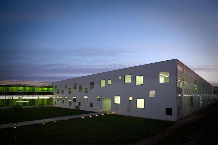 Tidy Arquitectos - Colegio San Sebastián, Melipilla, Chile (2007) #school #educational #schoolbuilding