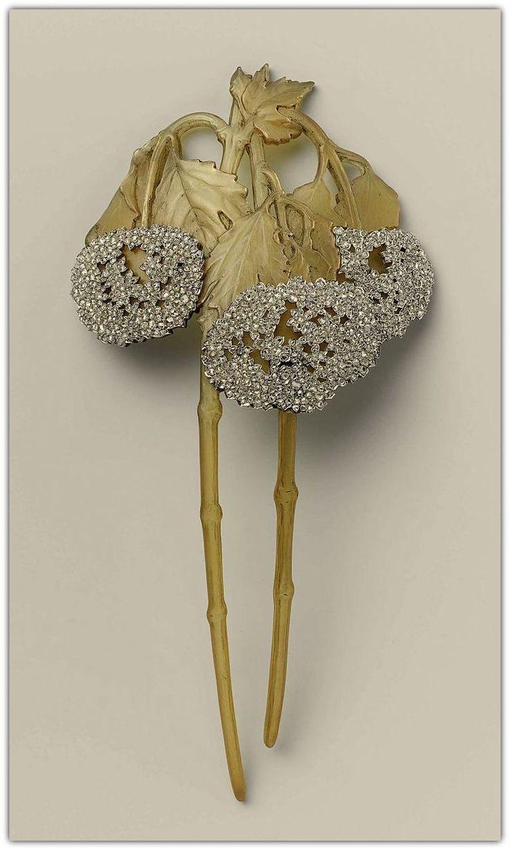 René Lalique | Horn, Diamond & Gold Comb - 1900.