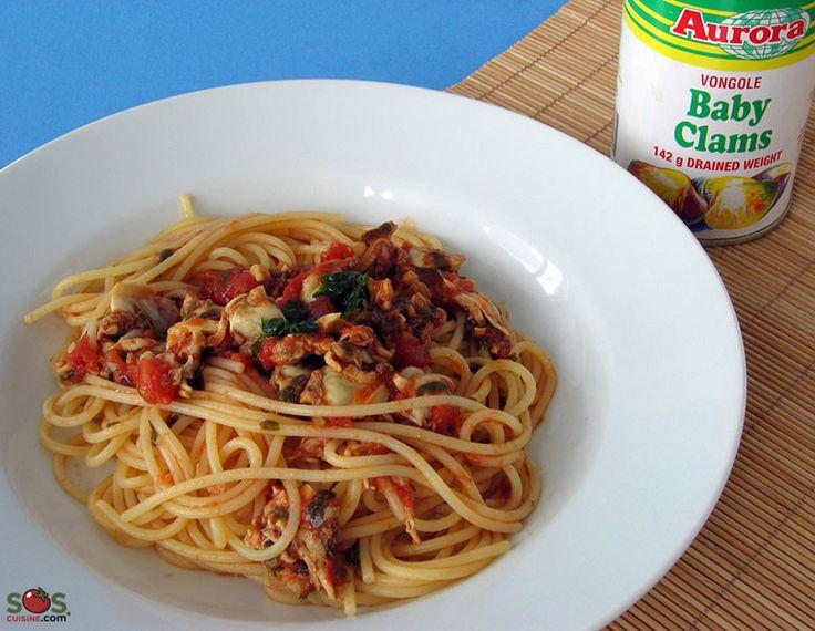 SOSCuisine: #Spaghetti aux #palourdes et #tomates  Je m'assure d'avoir toujours une boîte de palourdes dans mon garde-manger pour pouvoir me préparer en tout temps un plat de pâtes au parfum marin.