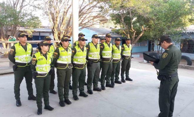 fortalecemos la seguridad durante el plan democracia 2018 - Categoria: Actualidad  ND: 1,347 agentes de la PolicAa Nacional garantizan la seguridad el dAa de las elecciones. Son aproximadamente 1.347 personas de todas las especialidades que han sido diseAadas para garantizar la seguridad en las 191 mesas de votaciAn autorizadas en los cuatro municipios del Area Metropolitana, 6 en Puerto Colombia, 39 en Soledad, 11 en Malambo y 8 en Galapa. Asimismo, se instalaron drones para cubrir los…
