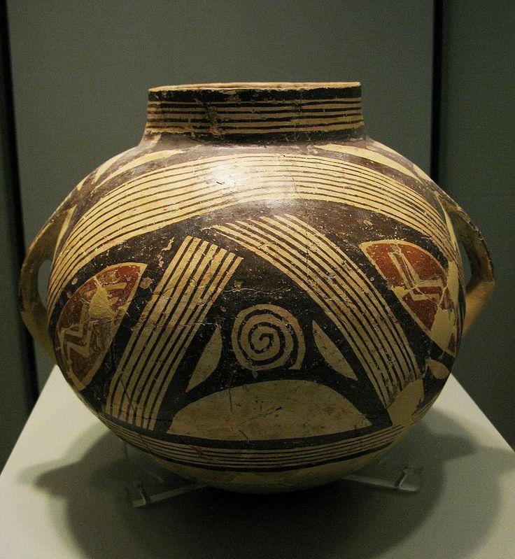 NOME:vaso dimini AUTORE:sconosciuto LUOGO DI RITROVAMENTO: Dimini,Tessaglia,Grecia LUOGO DI CONSERVAZIONE: Museo Archeologico di Atene DATAZIONE: 48000-45000 anni fa TECNICA: vaso di argilla decorato a motivi geometrici astratti