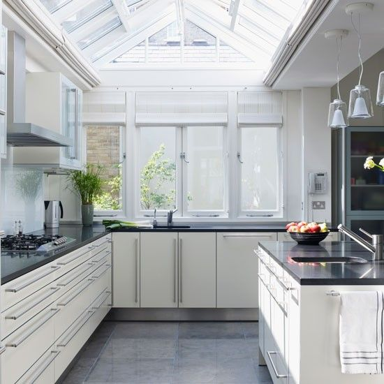 Conservatory with controlled roof vents | Conservatory and glass extension ideas | Conservatory | PHOTO GALLERY | Homes & Gardens | Housetohome.co.uk