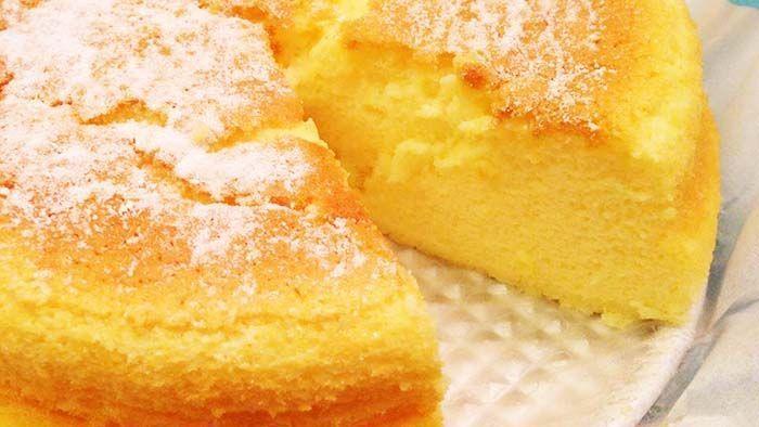 Préparation : Faire fondre le fromage blanc avec le lait et le beurre au bain-marie & Séparer les jaunes des blancs, ensuite Mélanger bien pour faire fondre le tout Préchauffer le four à 180°C Blanchir les jaunes d'œufs avec le sucre (garder un peu pour les blancs) et le jus de