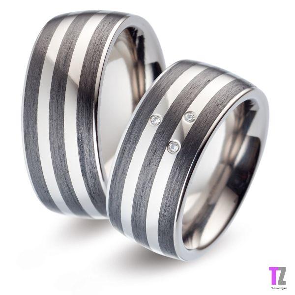 Stoere Titanium trouwringen met carbon en diamant. Kijk op de website van www.trouwringen-zwolle.nl voor meer titanium trouwringen