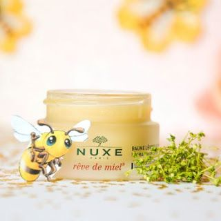 Un baume à lèvres fait maison inspiré de Rêve de miel Nuxe avec une texture moelleuse, s'applique facilement pour traiter les lèvres gercées naturellement