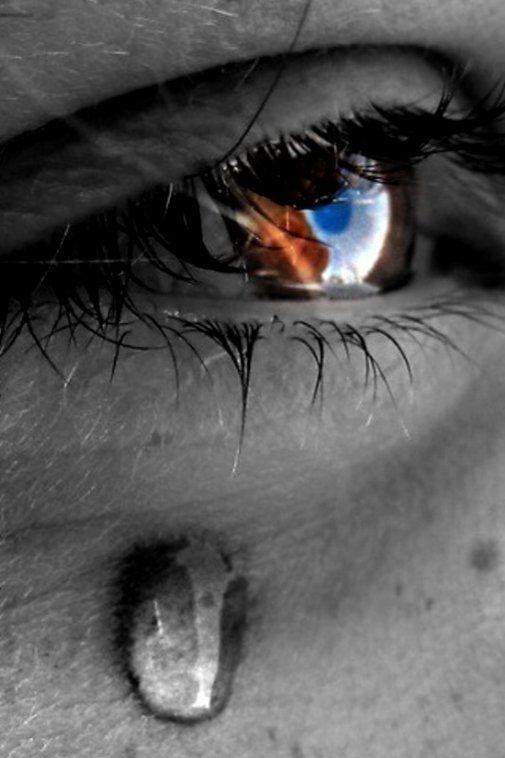 Lágrima ,sentimiento brotando por los ojos....