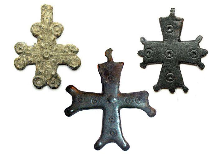 Рис.4 Византийские нательные кресты найденные на территории Древней Руси, XI-XIII вв