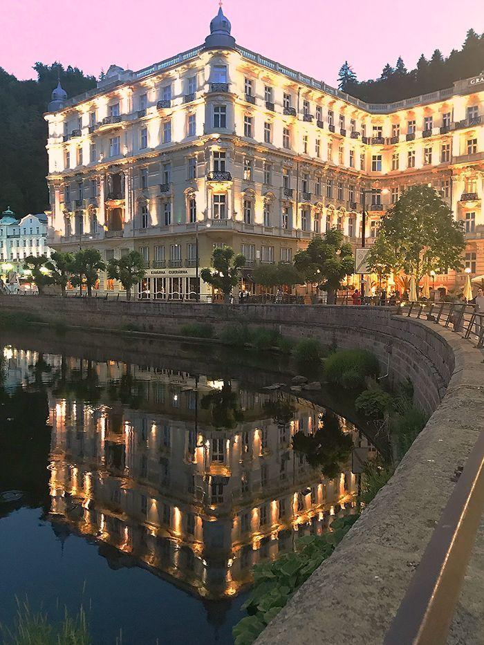 Karlovy Vary En Godt Gjemt Glamoros Arkitekturjuvel Vacation Spots Travel Karlovy Vary