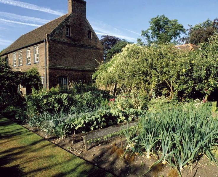 Garden Walk London: Terrace Walks, A Formal Lawn And A Sunken Rose Garden Grace The Northern Part Of This Garden