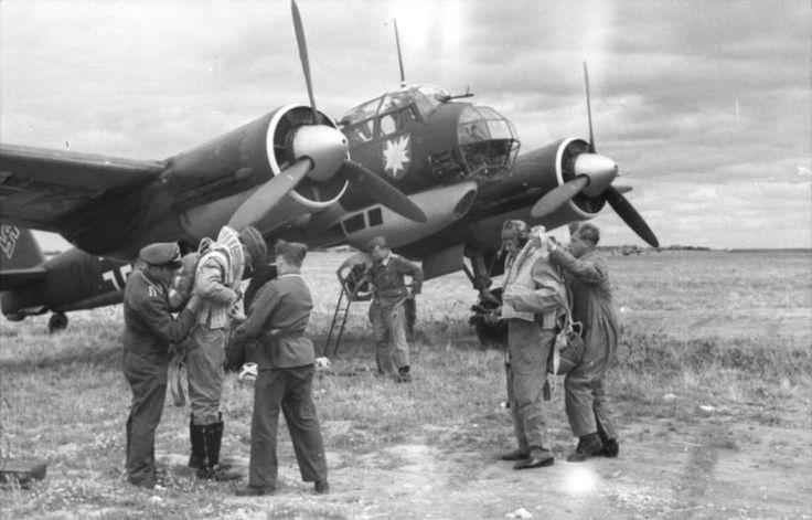 """Junkers Ju 88 A-1 du Kampfgeschwader 51 (I./KG 51) """"Edelweiß"""" avant le décollage"""