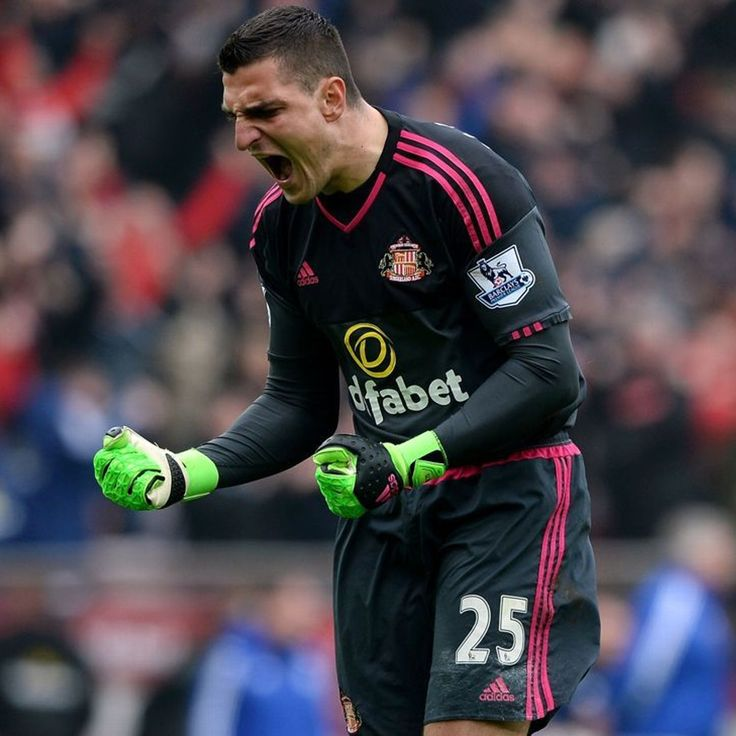 Sunderland's Vito Mannone sent to hospital for scans on elbow injury