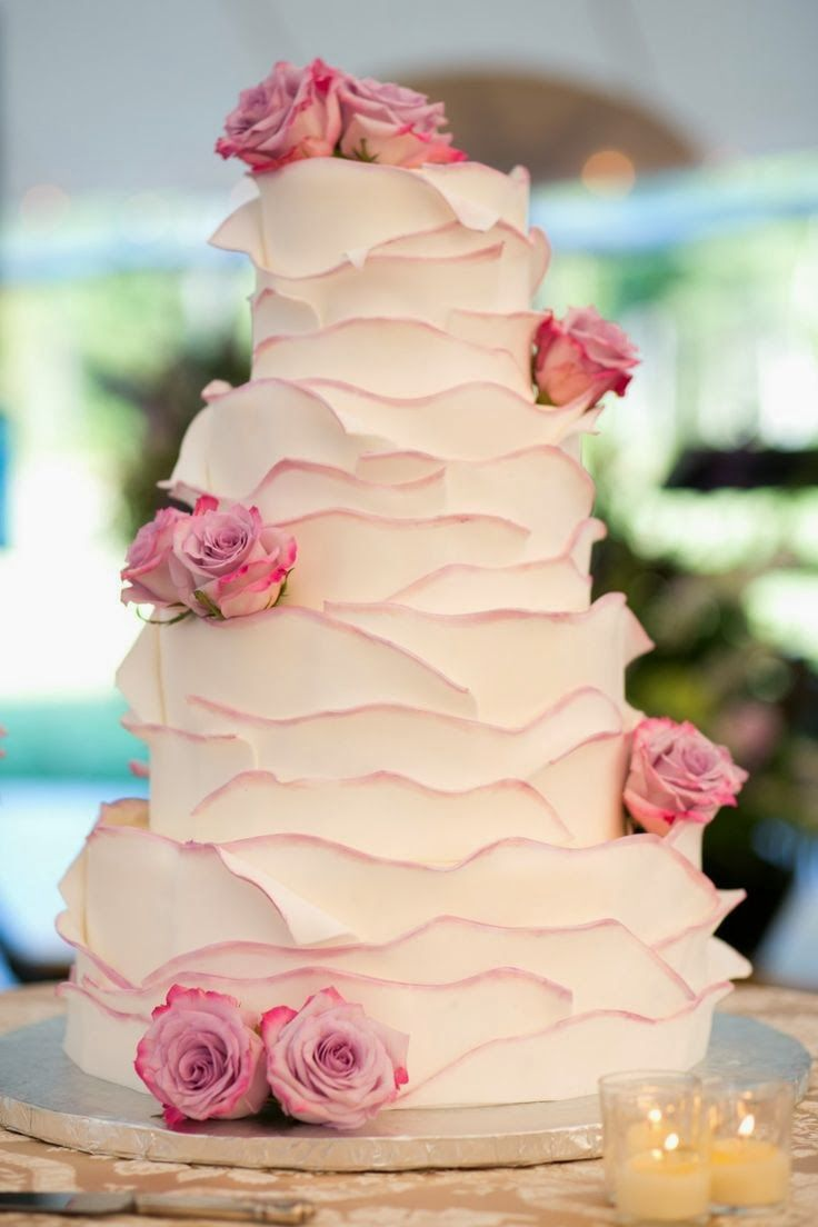 Love this cake. Color + simplistic details + flower accents. Link to other creative cake ideas.