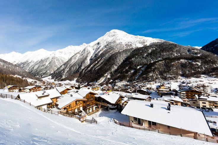 Vores egen fotograf har knipset løs på pisterne i det populære østrigske skiområde Sölden. Se de mange flotte billeder fra Sölden her.