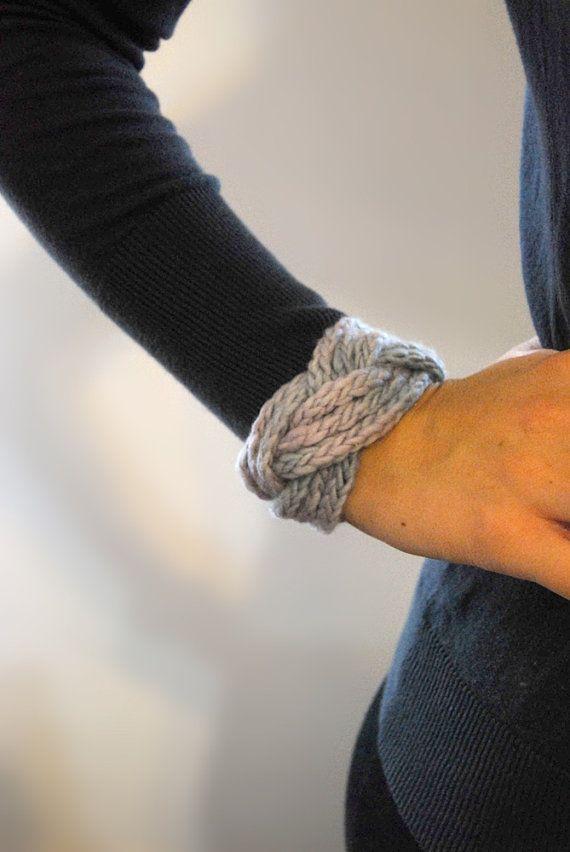cute bracelet for leftover yarn