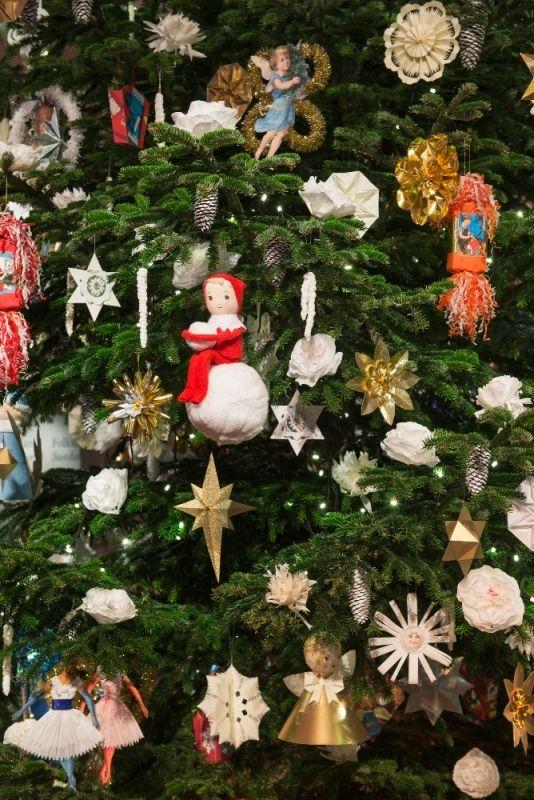 Christmas decoration (hand made) at The Nordic Museum 2017 in Stockholm, Sweden Årets julpynt 2017 på Nordiska museet, Stockholm.