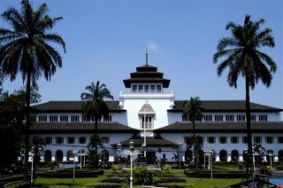 Gedung Sate Bandung - Punya Indonesia