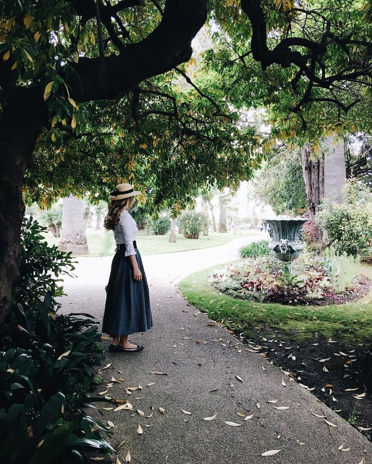 """Autumn on Côte d'Azur Девочки,мой первый сфс подходит к концу,всем спасибо,хорошо поработали!: •пожалуйста,не обижайтесь,кого не опубликовала,по этой причине,как раз долго не могла на него решится •вы все разные,со своим стилем,прекрасными фото •вечером,загружу ещё одно фото с сфс и если вы зайдёте в галерею,посмотрите на последние 15 фото,получится """"сказка"""": девушка живущая в усадьбе с видом на горы,озеро,парк с розами,пьющая кофе с гортензиями и макаронсили что вам по..."""