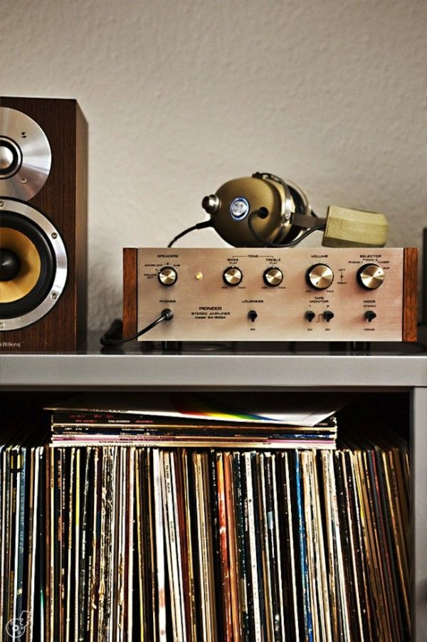 Vintage hifi pioneer and old vinyls collection