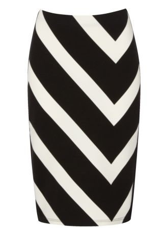 Knee-length skirts make for a fantastic work wardrobe essential and this black and white monochrome inspired skirt has a slight zig zag print and is a great shape and fit. £12.