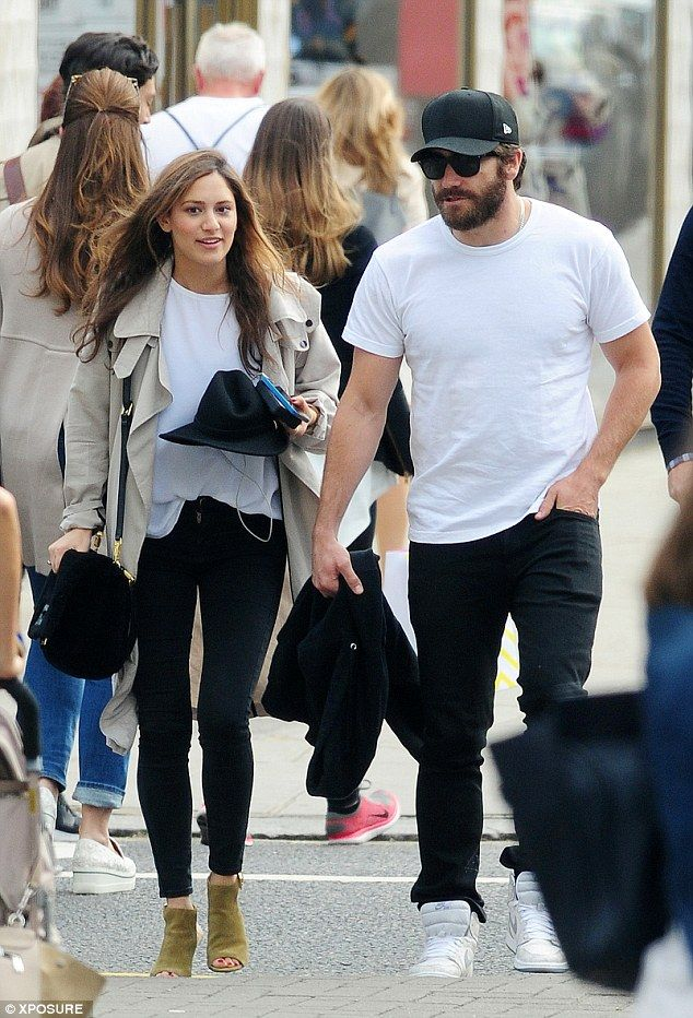 Jake Gyllenhaal puts on a romantic display with mystery brunette #dailymail